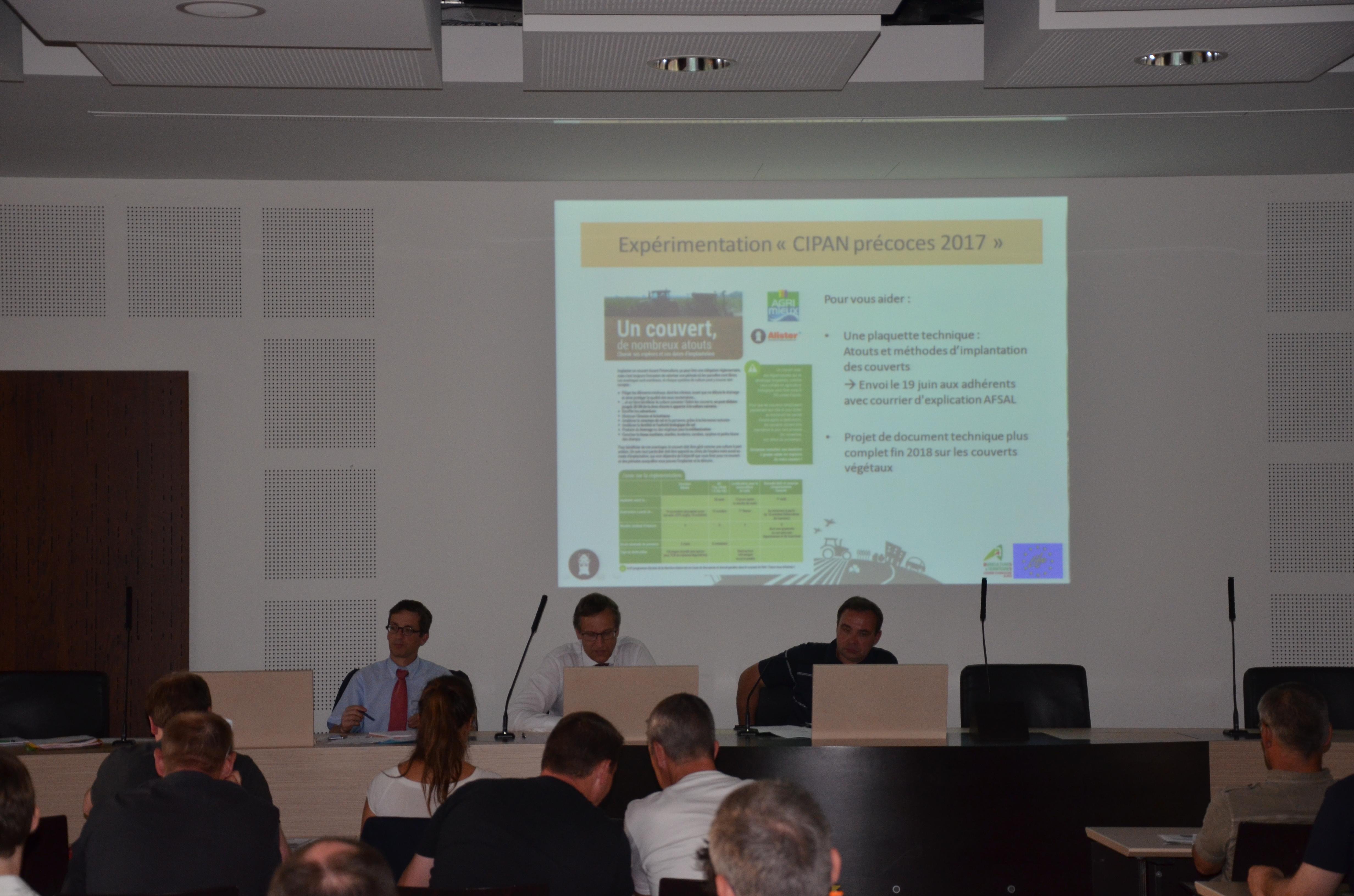 A la tribune (de gauche à droite), Laurent Darley (Directeur-adjoint à la Direction Régionale de l'Environnement, de l'Aménagement et du Logement), Christophe Fotré (Directeur des territoires du Bas-Rhin) et Laurent Fischer, Président de l'AFSAL